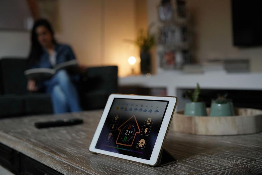 Tablet con app per regolare la temperatura della casa
