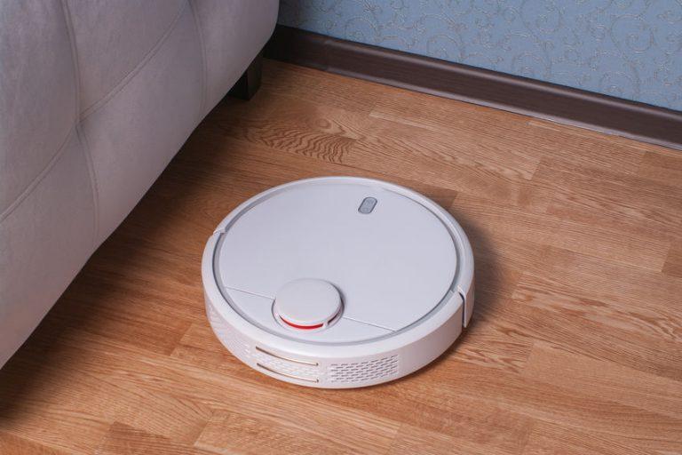 Un robot bianco