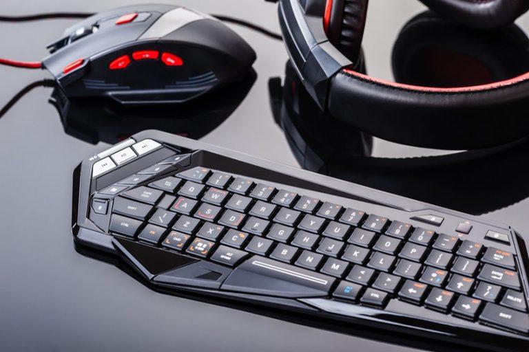 Tastiera, mouse e cuffie
