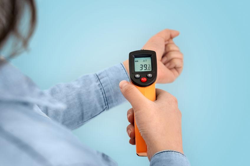 Misurazione febbre al polso