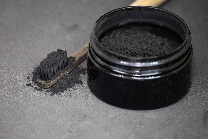Carbone attivo per denti
