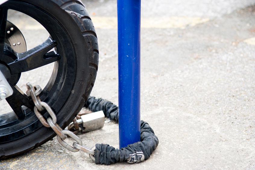 Scooter legato con catena