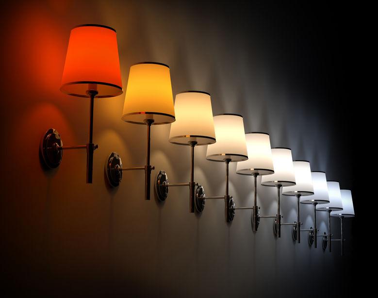 Varias lamparas en pared