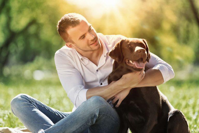 Hombre con su mascota