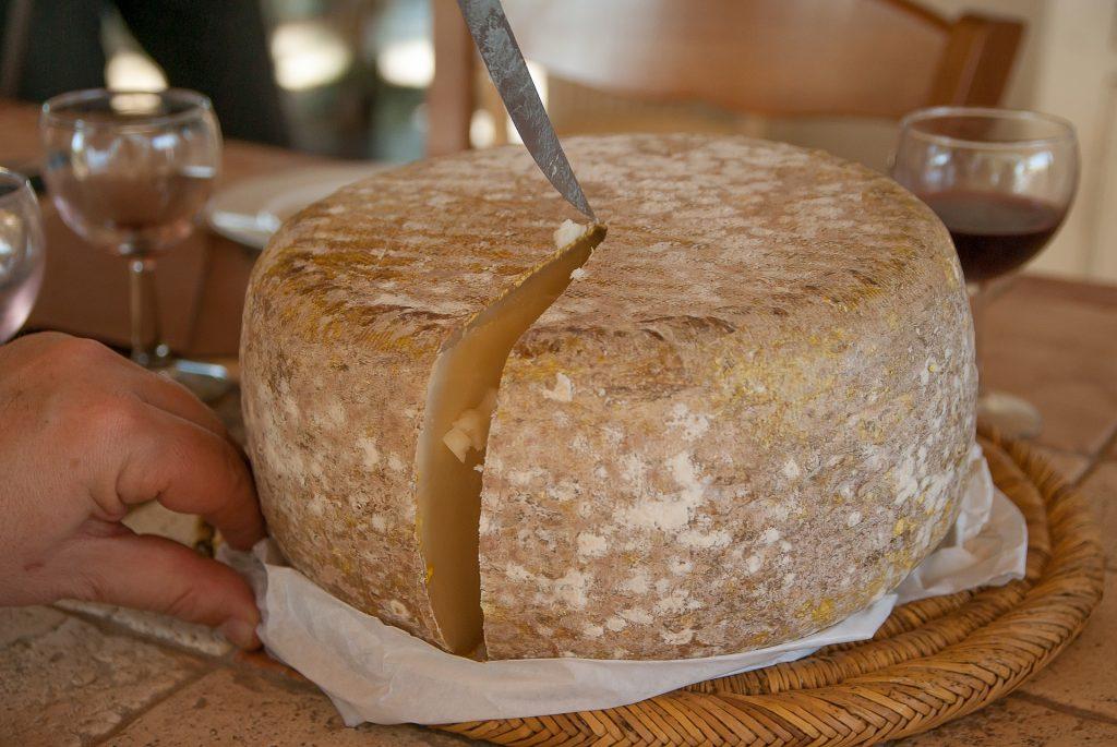 cortando queso