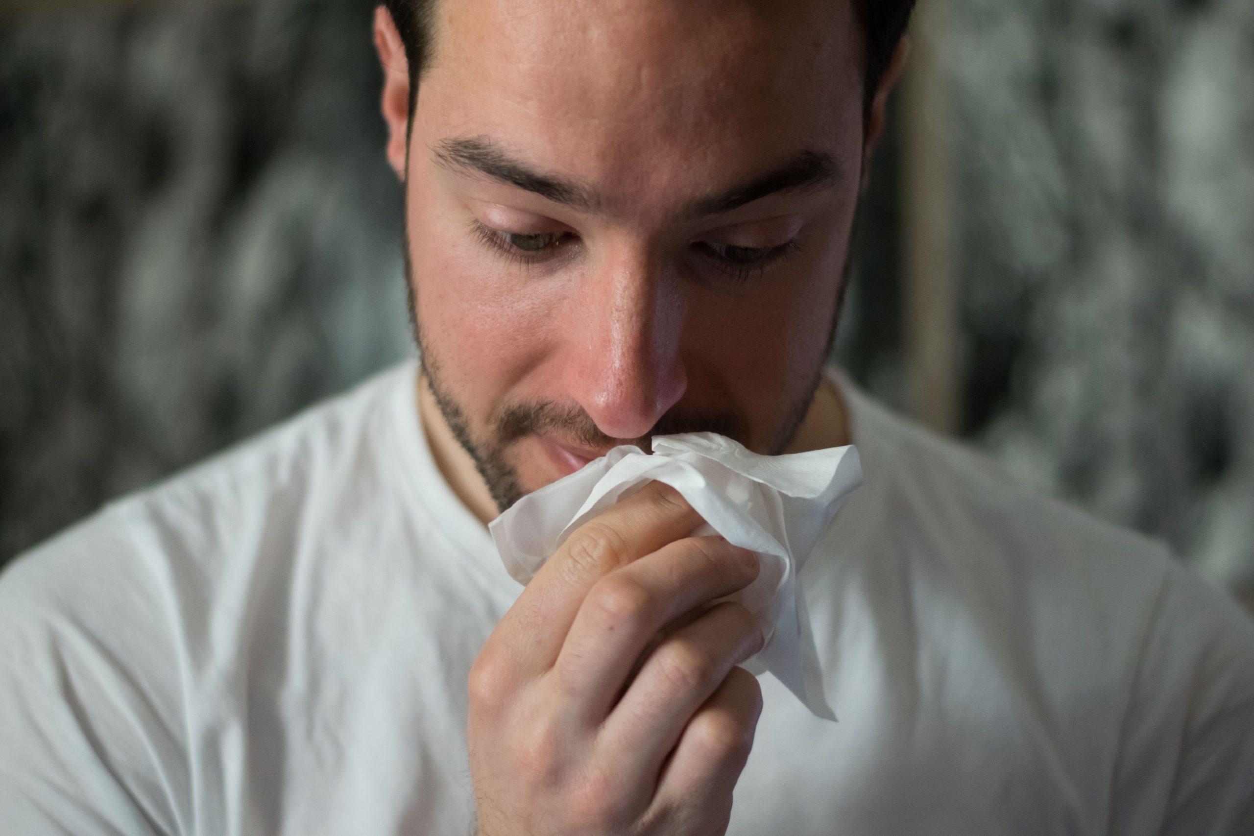 chico con alergias