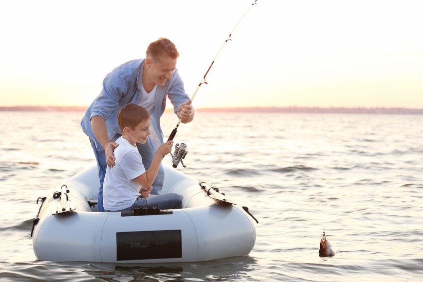 bote hinchable en agua