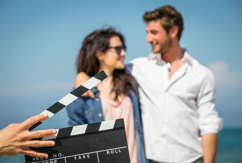 pareja de actores en filmación de escena
