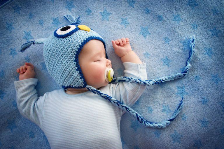 bebé dormido con chupete