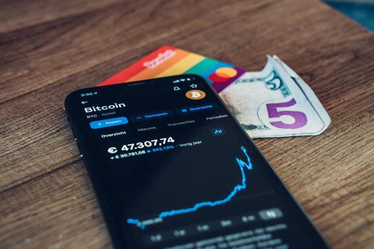 Handy mit Bitcoin-Kurs